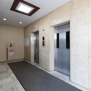 豊島ハイツのエレベーターホール、エレベーター内