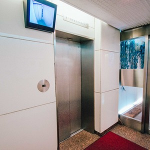 イトーピア六本木のエレベーターホール、エレベーター内