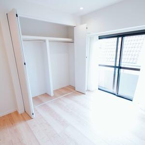 イトーピア六本木(5階,6780万円)の洋室(2)