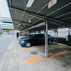 ドミ麻布の駐車場