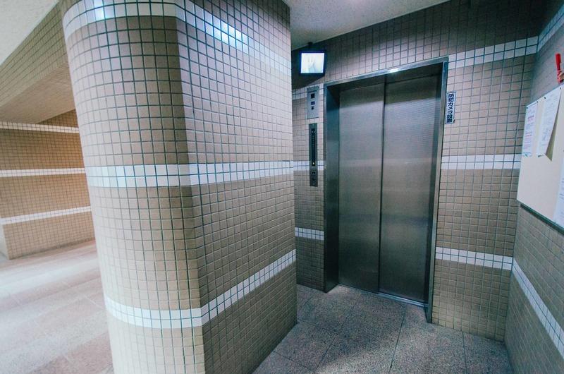 アーバンスクエア浅草のエレベーターホール、エレベーター内1枚目