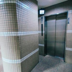 アーバンスクエア浅草のエレベーターホール、エレベーター内
