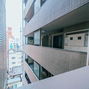 アーバンスクエア浅草(8階,4780万円)のフロア廊下(エレベーター降りてからお部屋まで)