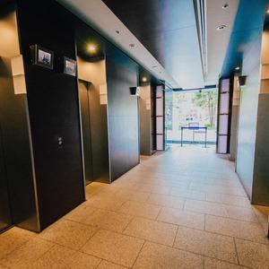 浅草タワーのエレベーターホール、エレベーター内