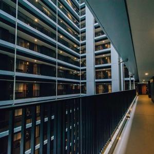 浅草タワー(14階,)のフロア廊下(エレベーター降りてからお部屋まで)