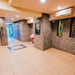 ダイアパレス西浅草グランマジェストのエレベーターホール、エレベーター内