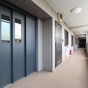 エンゼルハイム桜台(3階,4180万円)のフロア廊下(エレベーター降りてからお部屋まで)