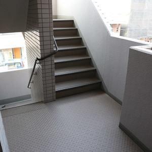 エンゼルハイム桜台のフロア廊下(エレベーター降りてからお部屋まで)