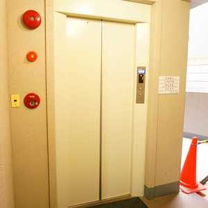 湯島イガラシマンションのエレベーターホール、エレベーター内