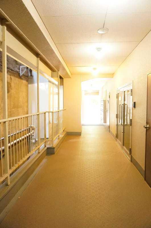 湯島イガラシマンション2980万円のフロア廊下(エレベーター降りてからお部屋まで)1枚目