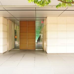 プリズムタワーのマンションの入口・エントランス