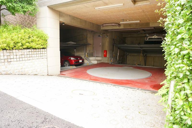 クレッセント麻布の駐車場1枚目