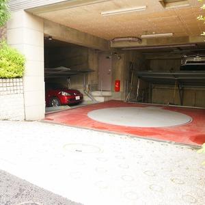 クレッセント麻布の駐車場