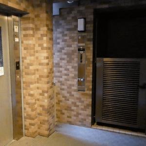 クレッセント麻布のエレベーターホール、エレベーター内
