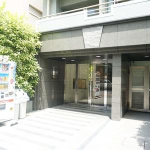 アーバンクリスタル九段下のマンションの入口・エントランス