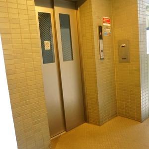 アーバンクリスタル九段下のエレベーターホール、エレベーター内