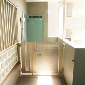 アーバンクリスタル九段下(8階,)のフロア廊下(エレベーター降りてからお部屋まで)
