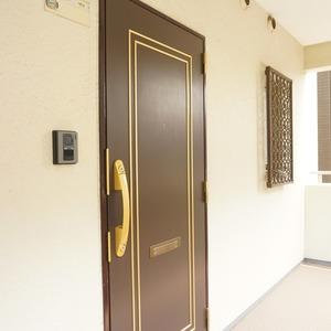 朝日六番町マンション(8階,)のフロア廊下(エレベーター降りてからお部屋まで)