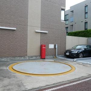 ライオンズマンション中野桃園の駐車場