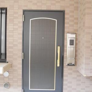 ライオンズマンション中野桃園(1階,5187万円)のフロア廊下(エレベーター降りてからお部屋まで)