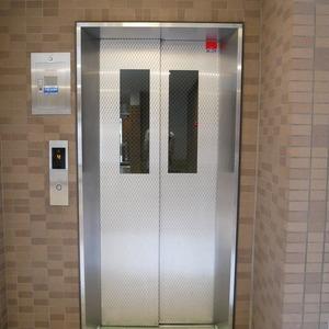 ライオンズマンション中野桃園のエレベーターホール、エレベーター内