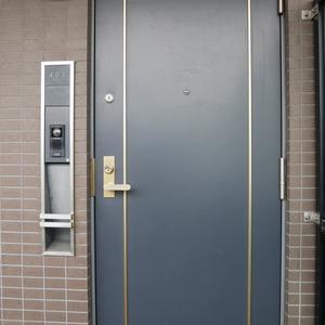 コスモ中野(4階,5899万円)のフロア廊下(エレベーター降りてからお部屋まで)