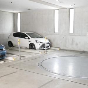 コスモ中野の駐車場