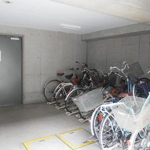 コスモ中野の駐輪場