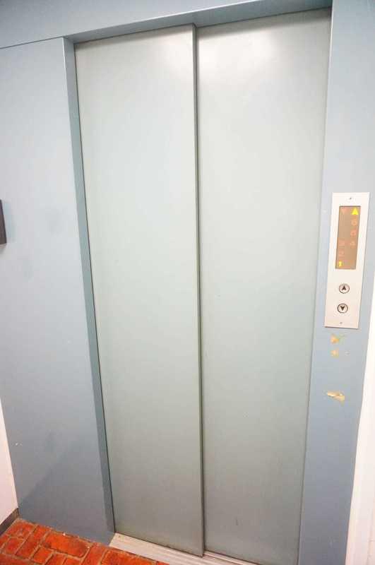 麹町ハウスのフロア廊下(エレベーター降りてからお部屋まで)1枚目