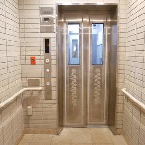 グローリオ錦糸町のエレベーターホール、エレベーター内