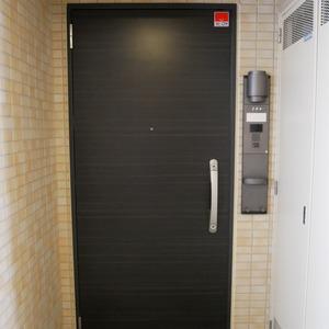 グローリオ錦糸町(2階,4190万円)のフロア廊下(エレベーター降りてからお部屋まで)