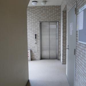 クレイシア両国のエレベーターホール、エレベーター内