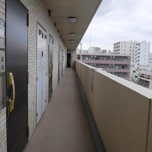 クレイシア両国(7階,)のフロア廊下(エレベーター降りてからお部屋まで)
