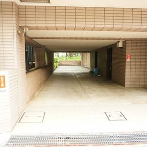 ザ・パームス西戸山の駐車場