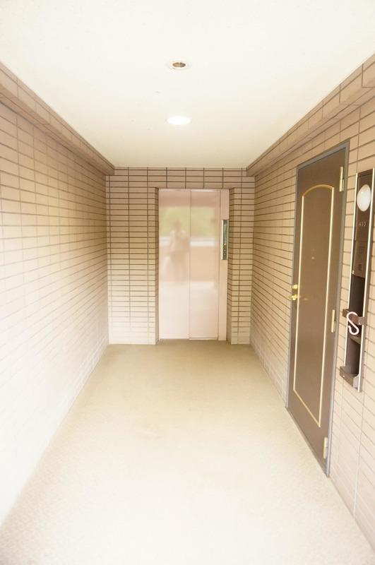 ザ・パームス西戸山のエレベーターホール、エレベーター内1枚目