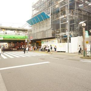 ザ・パームス西戸山の最寄りの駅周辺・街の様子