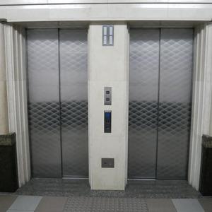 ライオンズシティ両国のエレベーターホール、エレベーター内