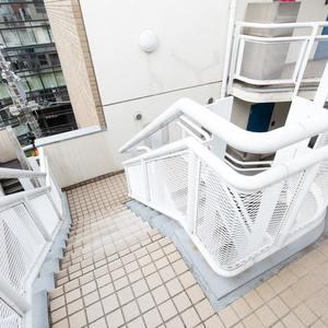 シェモワ新宿(5階,4599万円)のフロア廊下(エレベーター降りてからお部屋まで)