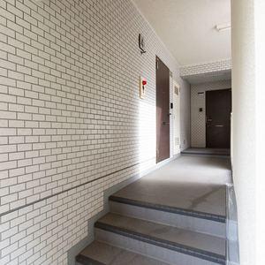 クレスト中野坂上(4階,)のフロア廊下(エレベーター降りてからお部屋まで)
