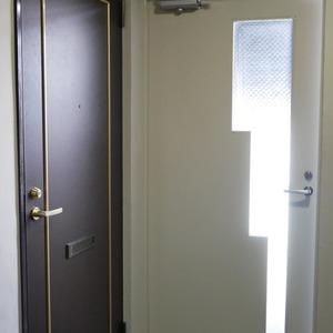 シティポート錦糸町2(8階,4599万円)のフロア廊下(エレベーター降りてからお部屋まで)