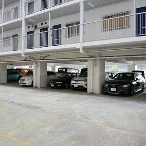 秀和亀戸天神橋レジデンスの駐車場
