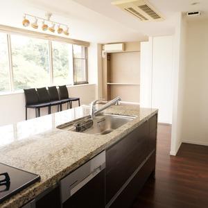 パークホームズ目黒ザレジデンス(4階,1億1200万円)のキッチン