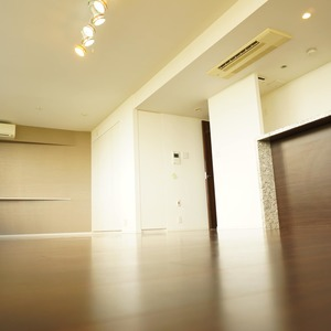 パークホームズ目黒ザレジデンス(4階,1億1200万円)のリビング・ダイニング
