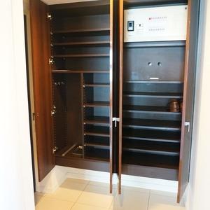 パークホームズ目黒ザレジデンス(4階,1億1200万円)のお部屋の玄関