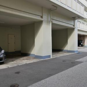 グレイス吾妻の駐車場