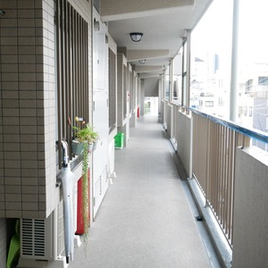 オーベル本所吾妻橋(4階,5499万円)のフロア廊下(エレベーター降りてからお部屋まで)