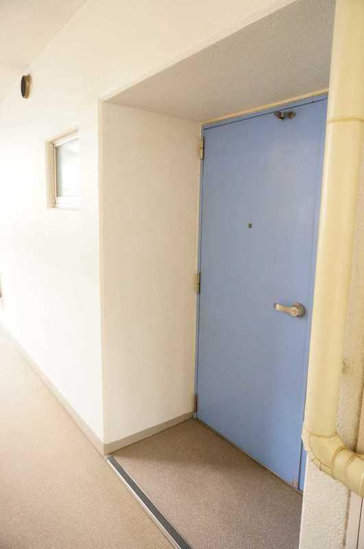 神田小川町ハイツ5299万円のフロア廊下(エレベーター降りてからお部屋まで)1枚目
