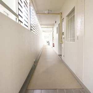 神田小川町ハイツ(5階,4199万円)のフロア廊下(エレベーター降りてからお部屋まで)