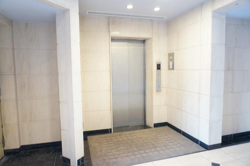 ファミールグラン白金ヴェルデフォーレのエレベーターホール、エレベーター内1枚目