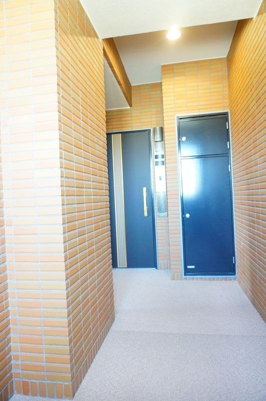 ファミールグラン白金ヴェルデフォーレのフロア廊下(エレベーター降りてからお部屋まで)1枚目